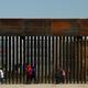 トランプ政権、メキシコ国境の移民抑制へ 難民申請に新規制