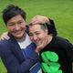 笑顔で再出発するスリムクラブの真栄田(左)と内間(撮影・島崎 忠彦)