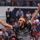 男子テニス、上海マスターズ、シングルス準々決勝。勝利を喜ぶステファノス・チチパス(2019年10月11日撮影)。(c)NOEL CELIS / AFP
