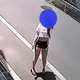 女性が大胆不敵にも自転車を窃盗 すれ違う人も気にせず