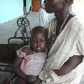 スーダンの母子(提供:難民を助ける会)