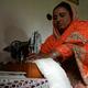 パキスタンのカイバル・パクトゥンクワ州チトラルのブーニ村で、生理用ナプキンを縫うハジラ・ビビさん(2019年5月18日撮影)。(c)AAMIR QURESHI / AFP
