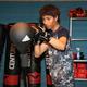 格闘家デビューを目指して本格的にキックボクシングの練習をする相内(撮影・篠原 岳夫)