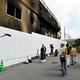 放火事件があった京都アニメーションの第1スタジオ前では、事件から6日目となる朝でも大勢の人が手を合わせに訪れた=2019年7月23日午前9時45分、京都市伏見区、小川智撮影