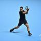男子テニス、ATPワールドツアー・ファイナルズ3日目。リターンを打つロジャー・フェデラー(2019年11月12日撮影)。(c)Glyn KIRK / AFP