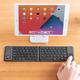 iPadなどで使える!タッチパッド付きの折りたたみ式Bluetoothキーボード