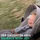 ゴルフで空振りする母親を見て爆笑する赤ちゃん【映像】