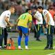 サッカー国際親善試合、ブラジル対ナイジェリア。途中交代するブラジルのネイマール(中央、2019年10月13日撮影)。(c)Roslan RAHMAN / AFP