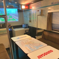 画像奥に見えるモニターに名鉄名古屋駅と同じ発車標が見える。そ