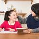 子どもの「リビング学習」で親が気を付けたい過干渉