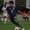 後半5分、U-16日本代表FW勝島新之助は鮮やかな股抜きドリブルか