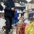 上質なシャンパンを購入した長谷川博己。多忙な日々を送るなか、