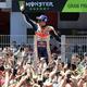世界ロードレース選手権第7戦、カタルーニャGP、MotoGPクラス決勝。優勝を喜ぶレプソル・ホンダのマルク・マルケス(2019年6月16日撮影)。(c)LLUIS GENE / AFP