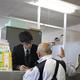 福島県相馬市へのボランティアに応募する三条市民(手前)=23日、新潟県三条市役所(池田証志士撮影)