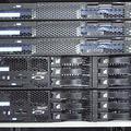 レンタルサーバでは、このようにいくつものサーバを一括で管理し