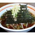 姫路城をかたどったのりが黒々と輝く
