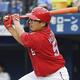 1回広島無死二、三塁、松山が右前に適時打を放つ=横浜