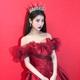 IU、ディズニープリンセスの実写版!?真っ赤なドレスで華やかな美貌をアピール