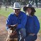 最高値が付いたフーバーと飼い主のサラ・リーさん(右)、夫のデービッドさん/Courtesy Sarah Lee
