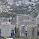霞が関の官庁街(手前)。左奥は国会議事堂=東京都千代田区で、本社ヘリから宮武祐希撮影