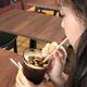 社内カフェで紙ストローを利用