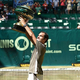 男子テニス、ノベンティ・オープン、シングルス決勝。トロフィーを掲げるロジャー・フェデラー(2019年6月23日撮影)。(c)CARMEN JASPERSEN / AFP