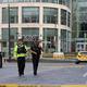 英マンチェスターのアーンデールショッピングセンターに出動した警察官(2019年10月11日撮影)。(c)Lindsey Parnaby / AFP