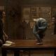 映画『死霊館 悪魔のせいなら、無罪。』(10月1日公開)傑作ホラー映画『エクソシスト』のオマージュを感じさせる場面(C)2021 Warner Bros. Entertainment Inc. All Rights Reserved