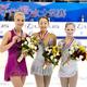 フィギュアスケートのグランプリシリーズ第3戦「中国杯」。女子シングルのフリースケーティング(FS)から。  前日ショートプログラム2位から逆転優勝を飾った、浅田真央(22歳)を中心に撮影。2位にロシアのユリア・リプニツカヤ。そして、3位にフィンランドのキーラ・コルピが入った。 (撮影:フォートキシモト)  [2012年11月3日、中国・上海]  <strong>上位選手の得点は、以下のとおり。</strong>  1位:浅田真央(日本) 181.76点 2位:ユリア・リプニツカヤ(ロシア) 177.92点 3位:キーラ・コルピ(フィンランド) 169.86点 4位:長洲未来(米国)163.46点 5位:李子君(中国) 160.06点