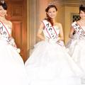 (左から)準グランプリの長澤芽美さん、グランプリの廣井佑果子