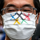 東京都庁前で行われた東京五輪開催に反対するデモの参加者(2021年6月19日撮影)。(c)Philip FONG / AFP