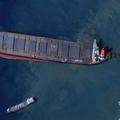 モーリシャス沖で座礁した貨物船「わかしお」を捉えた衛星画像。