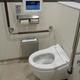 成田空港の到着ロビーにはタブレット端末のウォシュレットリモコンを設置