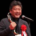 『万引き家族』が日本映画大賞に輝き、表彰式に登壇した是枝裕