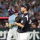 <ソ・ロ>初回1死、松田宣に左越え本塁打を打たれガックリの岩下(撮影・中村達也)