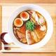 地鶏などを駆使した、滋味深いスープを堪能