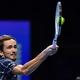 男子テニス、ATPファイナルズ6日目。リターンを打つダニール・メドベージェフ(2020年11月20日撮影)。(c)Glyn KIRK / AFP