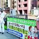 (写真)育鵬社不採択を受け宣伝する市民ら=4日、横浜市役所前