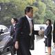 即位礼正殿の儀に参列するため、皇居・南車寄に到着した麻生太郎副総理兼財務相=22日午前、皇居(須谷友郁撮影)