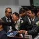 香港の立法会(議会)で林鄭月娥(キャリー・ラム)行政長官による質疑応答中、抗議のスローガンを叫ぶ民主派議員(中央、2019年10月17日撮影)。(c)Philip FONG/AFP