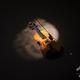 床に置かれたバイオリン(2019年4月13日撮影、資料写真)。(c)WIKUS DE WET / AFP