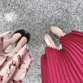 お洒落見えするプリーツスカートは、トレンド志向の女性に大人気