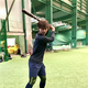 ロッテ・藤原が自主トレで打撃練習。プロ3年目の飛躍を目指して鍛錬した。体力強化と、好不調の波をなくす安定した打撃を心がけている(球団提供)