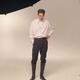 キム・ヨングァン、クールな魅力溢れる撮影中の様子を公開…抜群のスタイルにうっとり(動画あり)