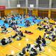 相模川近くに住む人たちが、洪水に備えて体育館に避難した=2019年10月12日午後6時5分、神奈川県厚木市水引1丁目の市立厚木中学校、豊平森撮影