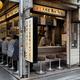 中央線「昭和グルメ」を巡る 第50回 変わらぬ店の雰囲気とコシの強いそば「かめや 新宿店」(新宿)