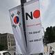 6日、韓国ソウル市中区に掲げられた日本製品不買運動を呼び掛ける旗(AFP時事)