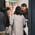 増田元アナの妻でNHKアナウンサーの廣瀬智美(右から3人目)。