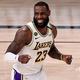 2019-20シーズンのオールNBAファーストチームに選出されたロサンゼルス・レイカーズのレブロン・ジェームズ(2020年9月8日撮影)。(c)Mike Ehrmann/Getty Images/AFP