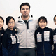 女子フルーレ団体日本代表とフランク・ボアダンコーチ(中央)
